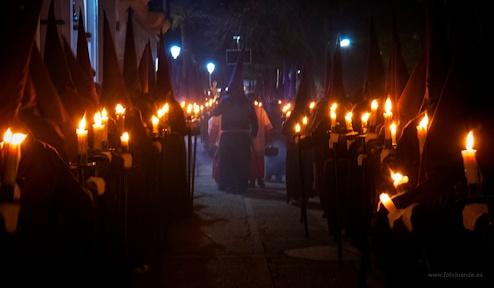 Penitentes de la Hermandad del Nazareno.