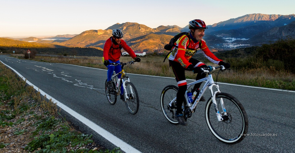 Practicando ciclismo por la Sierra de Cádiz