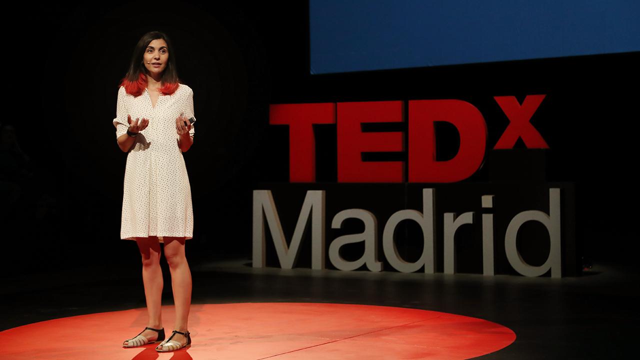Yolanda Domínguez durante una charla TED.